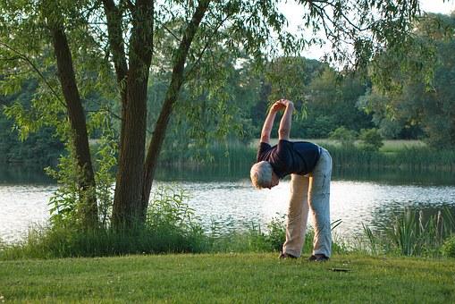 Sześciomiesięczne randomizowane, kontrolowane badanie wpływu jogi na procesy poznawcze i jakość życia u zdrowych seniorów